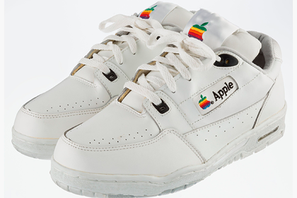 Кроссовки сотрудника Apple из 1990-х продали за тысячи долларов