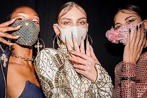 Модели в одежде бренда The Blonds