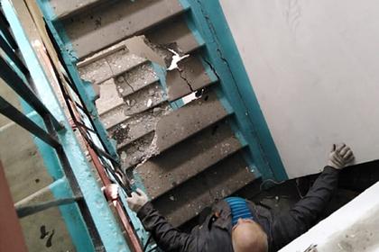 Лифт в российском городе упал и пробил четыре этажа