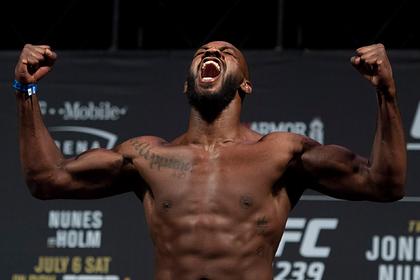 Лучшего бойца UFC арестовали