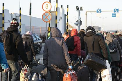 Тысячи украинцев пошли на штурм границы перед ее закрытием