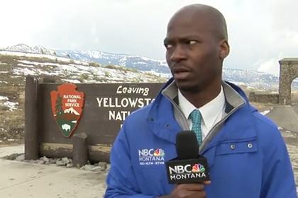 Журналисту пришлось бежать от стада бизонов во время репортажа