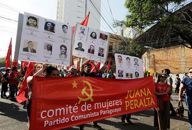 Парагвайцы отмечают 30-ю годовщину окончания диктатуры Альфредо Стресснера в Асунсьоне, Парагвай, 2 февраля 2019 года