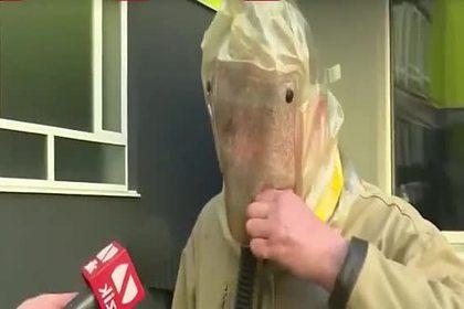 Украинец создал противочумный костюм с функцией курения