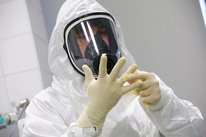 Установлено время сохранения коронавируса в организме