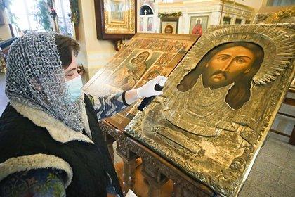 Россиян продолжат пускать в храмы после призыва патриарха молиться дома