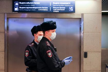 Пассажиров московских аэропортов отдалят друг от друга из-за коронавируса