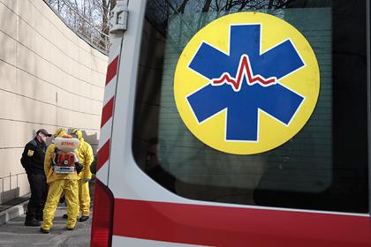 На Украине зараженных коронавирусом решили сортировать в палатках у больниц