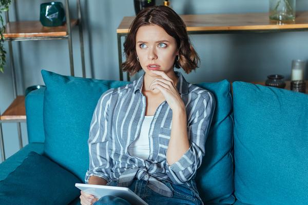 Описан благотворный эффект самоизоляции из-за коронавируса на внешность женщины