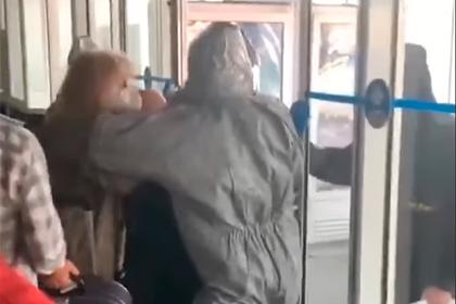 Турист показал «прорывающих оборону» аэропорта украинцев и извинился