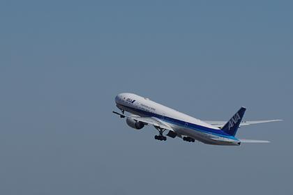 Пассажирский лайнер потерял кусок двигателя при взлете и продолжил полет
