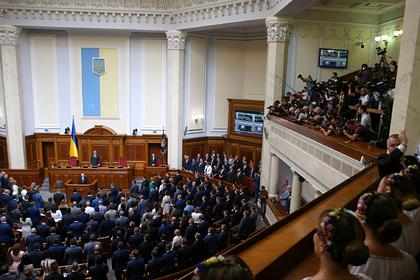 Украинские депутаты уволили двух министров и провалили назначение новых