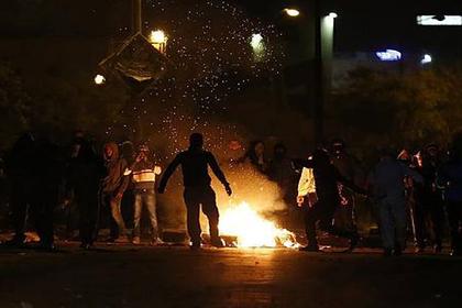 Палестинцы запустили фейерверки в израильскую полицию