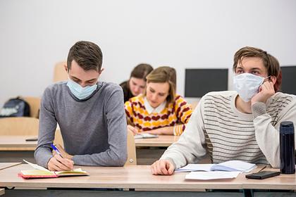 Вступительные экзамены в российские вузы перенесут из-за коронавируса