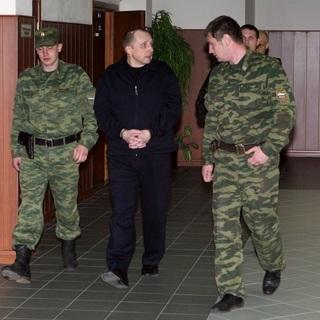 Алексей Пичугин (в центре)