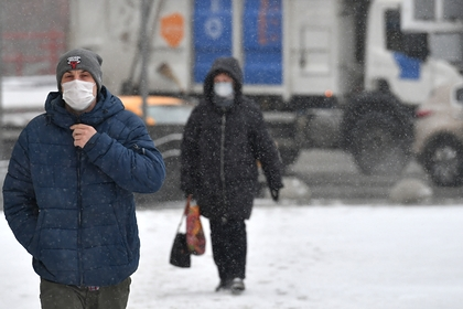 Россиян призвали не подходить друг к другу ближе чем на метр из-за коронавируса