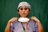 Часто врачи не пьют в течение всей смены — по восемь-двенадцать часов, чтобы не приходилось снимать защитный комбинезон и идти в туалет.