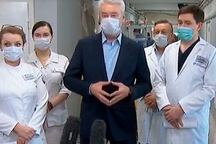 Собянин надел медицинскую маску