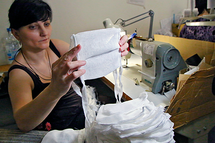 Власти российского региона призвали жителей самостоятельно шить маски