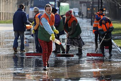 Пострадавшим из-за карантина бедным украинцам предложат убирать улицы