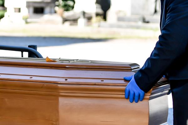 В Москве умерших с коронавирусом похоронят в закрытых гробах