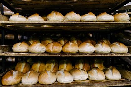 Ямальский бизнесмен решил развозить хлеб пенсионерам и многодетным семьям