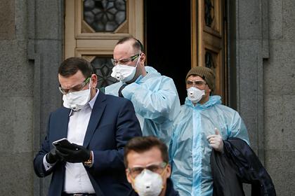 Почти половина украинцев оказалась недовольна противовирусными мерами властей