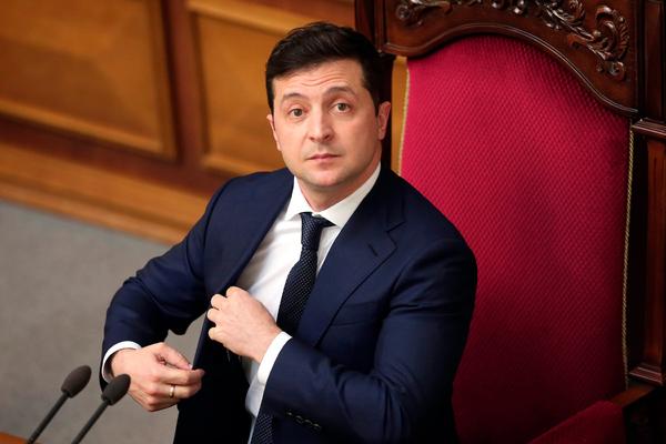 Рейтинг партии Зеленского упал на треть