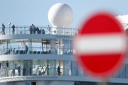 Россиян заключили в каютах без иллюминаторов на охваченном коронавирусом лайнере