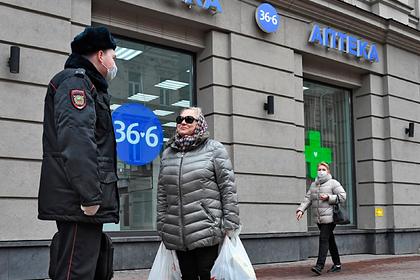 Полицейский потребовал от идущей из магазина россиянки показать покупки