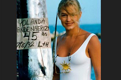 Опубликовано фото из 90-х матери самой красивой женщины в мире в купальнике