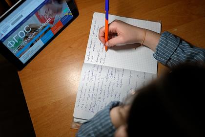 Названа дата начала дистанционного обучения в российских школах