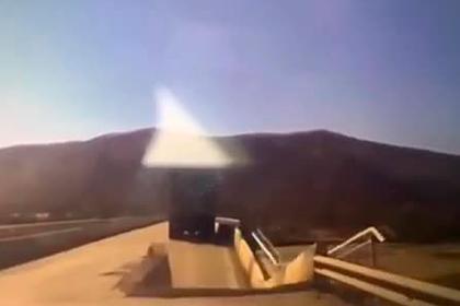 Российский автомобилист снял на видео обрушение моста под фурой и провалился сам