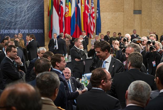 Президент России Дмитрий Медведев перед началом заседания Совета Россия-НАТО, 20 ноября 2010 года