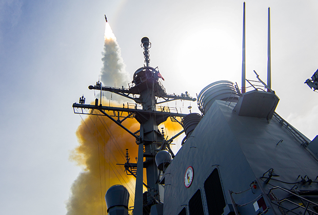 Запуск ракеты системы Aegis с эсминца John Paul Jones