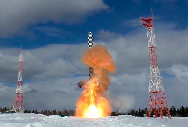 Запуск тяжелой межконтинентальной баллистической ракеты «Сармат» с космодрома Плесецк