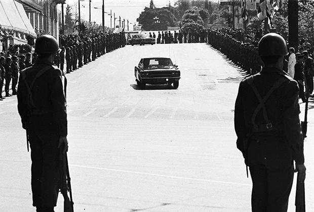 Празднование шестой годовщины со дня основания военной хунты Греции, Афины, 1973 год