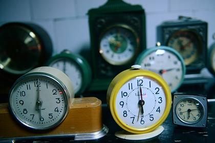 Россиян призвали отказаться от будильника на время самоизоляции