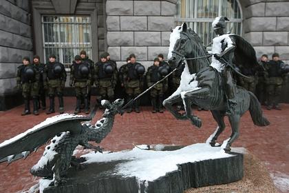 На Украине разбили мемориальные доски погибшим в Донбассе