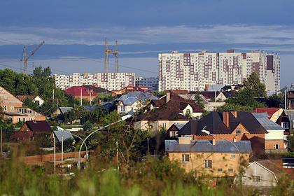 Жителям российского региона разрешили ездить на дачи и колоть дрова на карантине