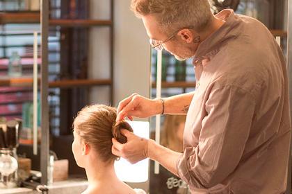 Стилист Меган Маркл показал способ подстричься дома и не испортить внешность