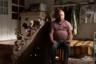 Ерем родился в 1976-м, он самый старший среди братьев. В 17 лет пошел на войну, и в январе 1994 года их танк подбили, он оставался в горящей машине. Потерял зрение, повредил руку. Не работает.