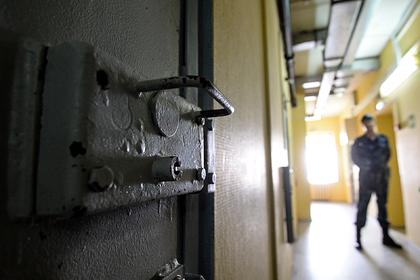 Задержанного за убийство россиянина нашли повешенным в полицейском изоляторе