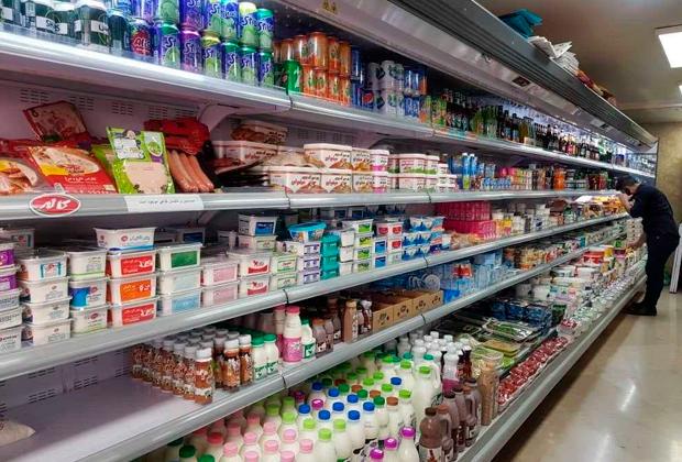 Полки магазина в Иране