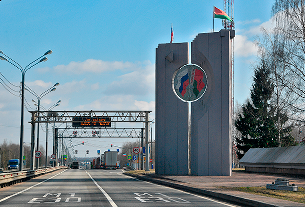 Закрытый пункт пропуска Редьки-Красная горка на трассе М1 (Минск — Москва) на белорусско-российской границе