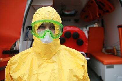 В России заявили о дефиците защитных медицинских костюмов и аппаратов ИВЛ