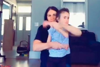 Семья швырнула дочь с редкой болезнью ради популярного видео для соцсети