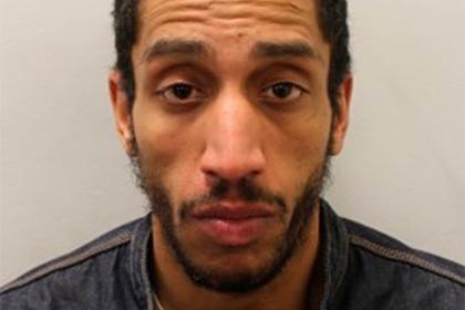 В Британии мужчину посадили в тюрьму за кражу трех медицинских масок