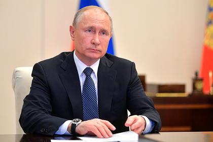 Путин предложил установить выплату работающим с больными коронавирусом медикам