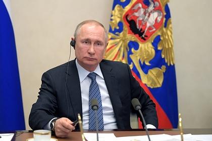 Путин поручил обеспечить страховыми гарантиями работающих «на передовой» медиков